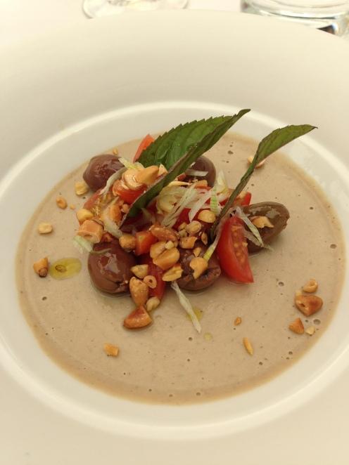 Crème de sardine, vinaigrette aux olives taggisches, panisse für mich