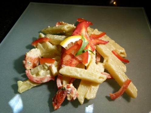 Hummersalat mit Penne quadrati und Citro Mayonnaise