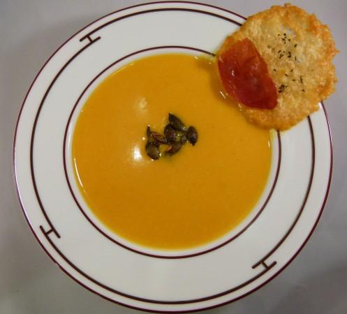 Kürbis Kokos Inger Suppe mit Parmesan Chip