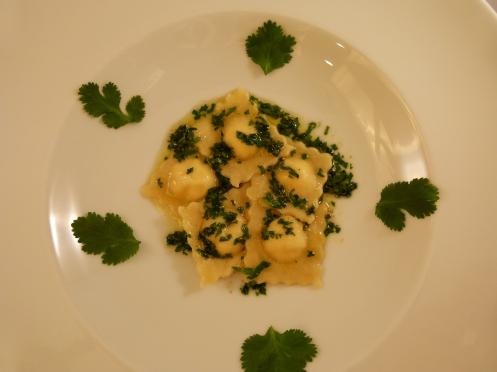 Yuzu Ravioli mit Koriander Butter