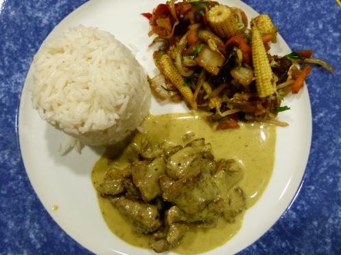 Rindscurry mit Reis und Gemüse