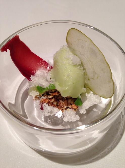 Pré Dessert: Granny Smith Sorbet, getrockneter Milchschaum, Randencreme