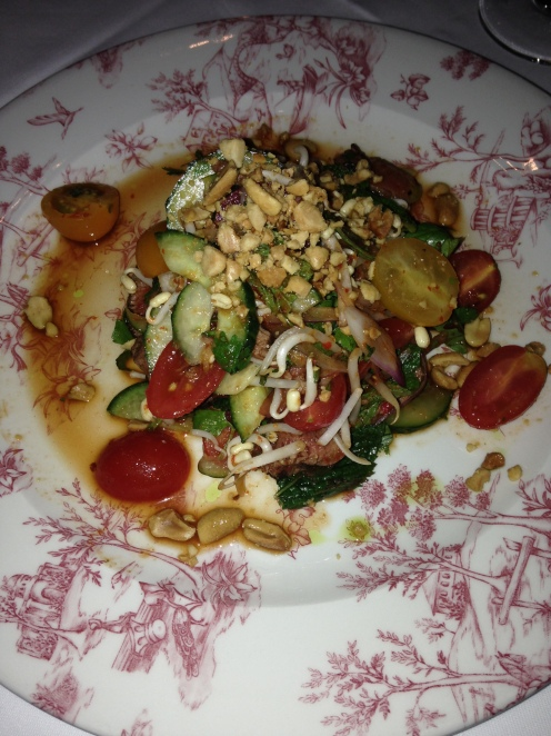 Thai Beef Salad mit Chili und Koriander
