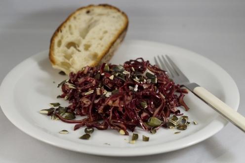 Rotkrautsalat mit Kürbiskernen, vegan!