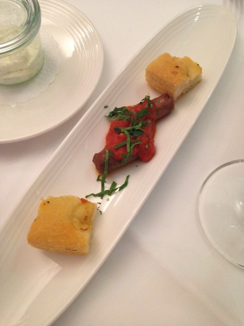 Sizilianische Würstchen mit Tomatensugo und Ciabatta