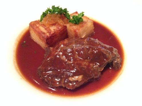 Geschmorte Ochsenbacke mit Kartoffel-Zwiebel Tarte