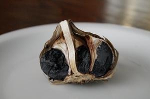 schwarzer Knoblauch