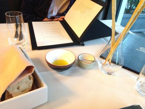 Olivenöl und Salz, Brot und Grissini