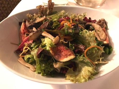 Herbstlicher Blattsalat / Feigen / Waldpilze /Ahorndressing