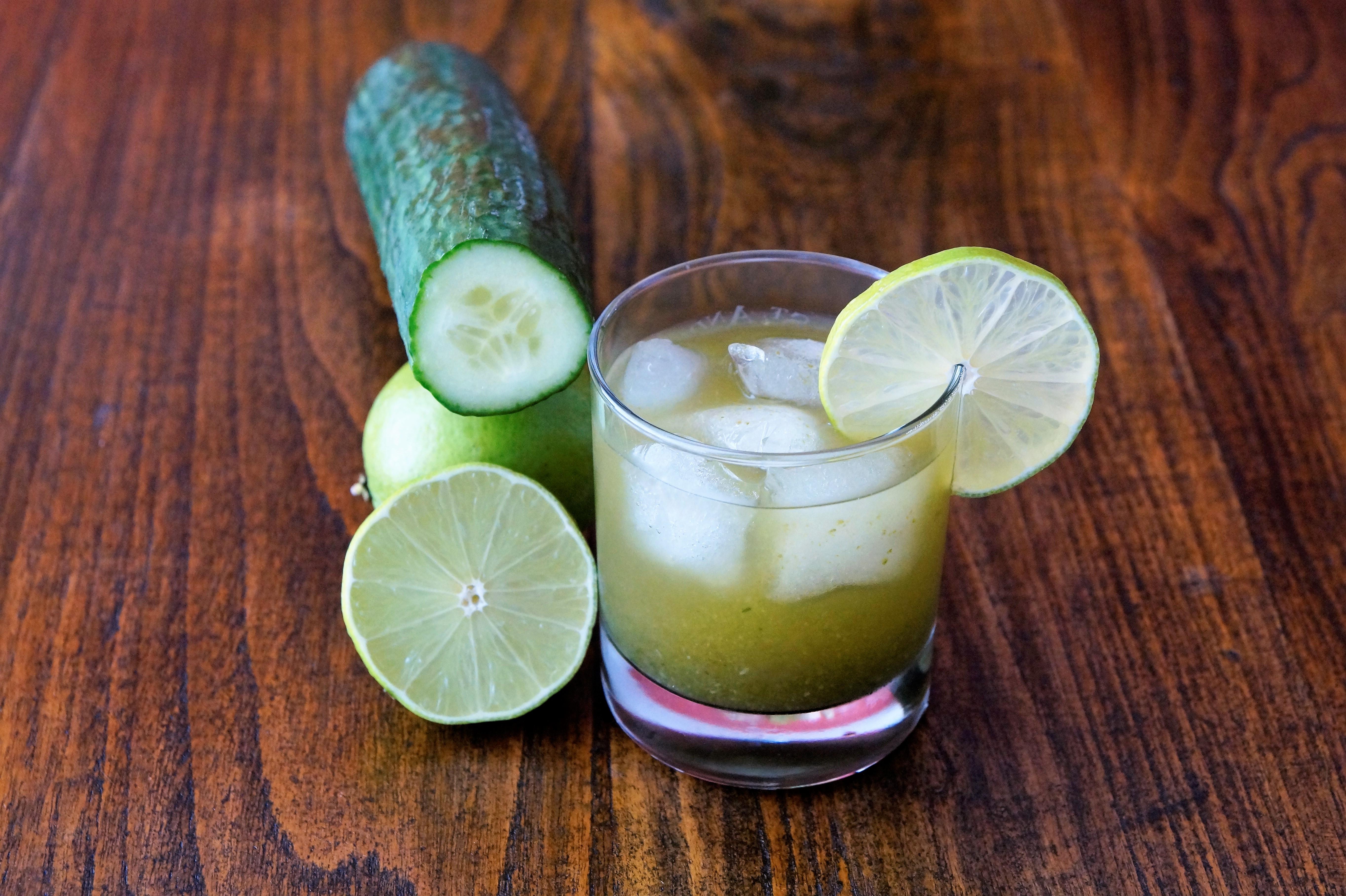 Gurkenschalen Limonade mit Ingwer