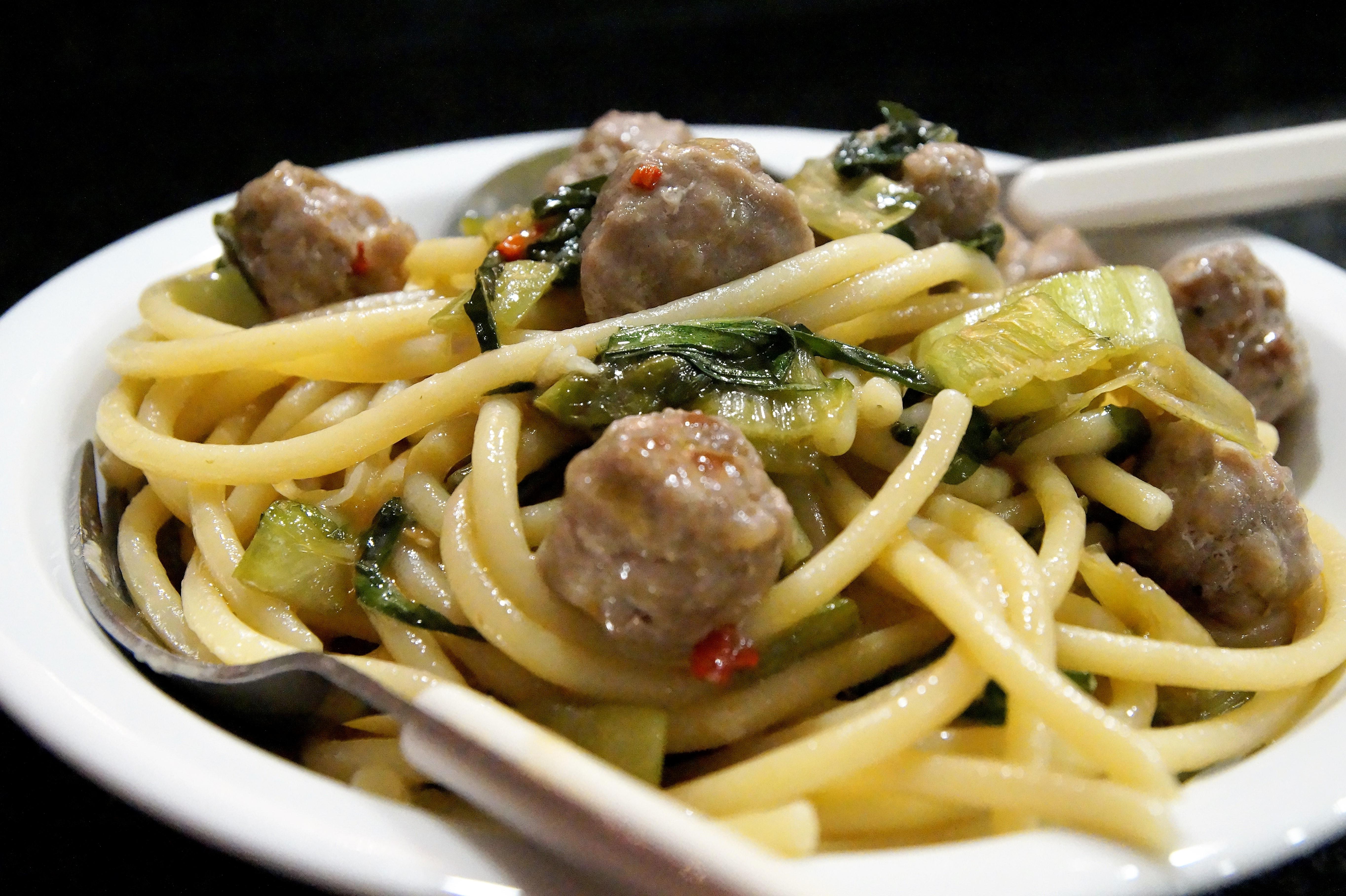 Spaghetti mit Salsicce und Catalogna